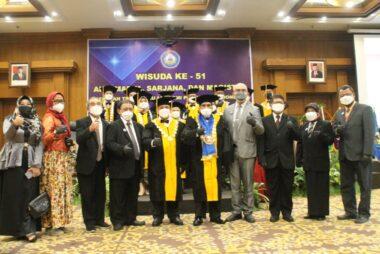 Jajaran Pengurus Yayasan TRIVIACA, Ketua STIEPARI Dr. Samtono, M.Si, Staff IKAPARI Utiek & Palupi